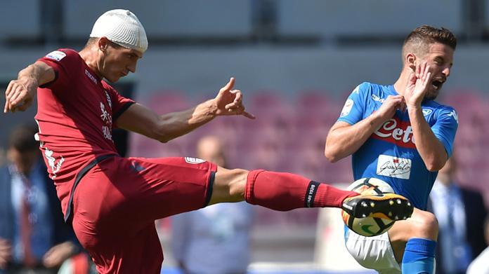 Il Napoli travolge il Cagliari e conferma la regola del